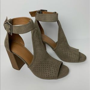 {Universal Thread} Cutout Block Heels